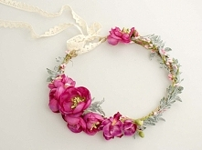 Ślubny wianek z kwiatów w odcieniach fuksji i zieleni.  Dostępny w sklepie in...