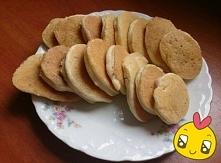 Zdrowe PUSZYSTE placuszki z KASZY MANNY ♥♥♥  Składniki: 1 jajko (osobno białko i żółtko); 1/2 szklanki kaszki manny błyskawicznej; 1/2 szklanki mleka 2%; 1 dojrzały banan;Do szk...