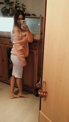 Rozowy sweterek