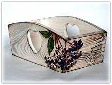 Drewniany pojemnik z serduszkiem na chleb...lub na składowanie w nim czegokolwiek:)Jeden klik i zapraszam do sklepu.