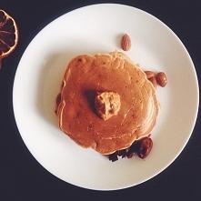 Pancakes z bananami i masłem orzechowym. Proste, szybkie, smaczne!:)