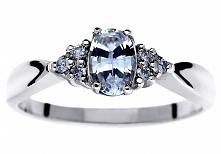 Oryginalny pierścionek zaręczynowy z białym szafirem i brylantami o łącznej m...