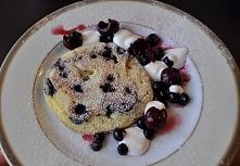 pancakes z jagodami na jogurcie naturalnym