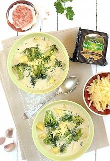 Błyskawiczna zupa brokułowa z cheddarem