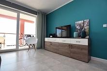 Wnętrze salonu w nadmorskim apartamencie w Darłówku. Wykonano projektowanie wnętrza, a następnie aranżację i realizację pod klucz.