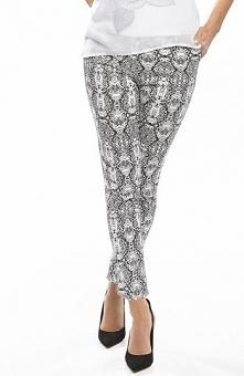 Ennywear 210076 spodnie Modne spodnie, wykonane z lekko elastycznej tkaniny, wężowy nadruk