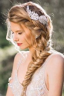 FRYZURY ŚLUBNE 2016 > fryzury z warkoczem na ślub