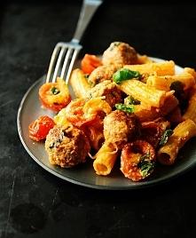 pulpeciki w sosie pomidorowo selerowym