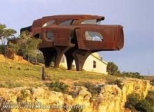 Dom ze stali w Lubbock, Texas, USA  Rzeźbiarz i architekt, Robert Bruno spędz...