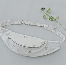 Nerka w białe róże mego autorstwa. Prawda, że piękna? :-) Szyję takie na zamó...
