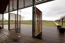 Otwierane drzwi - można dzięki temu łatwo modyfikować elewację budynku i dost...