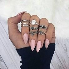 Cudny kolor, kształt, długość i pierścionki
