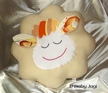 Podusia kremowa owieczka Wymiary: 40 x 40 cm Cena - 35 zł