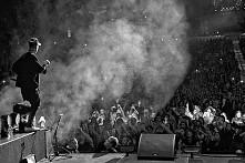 znaleźć się na jego koncercie.....moje marzenie...<3