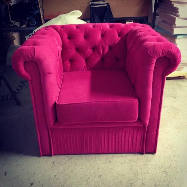 fotel chesterfield i nasza tkanina różowa , malinkowa