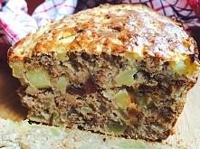 Dietetyczne ciasto jabłkowe bez cukru i tłuszczu Składniki: 1 szklanka mąki pełnoziarnistej, 1 łyżeczka sody oczyszczonej, 1 łyżeczka cynamonu, 1 łyżeczka gorzkiego kakao, 4 ły...
