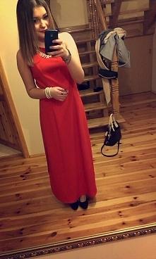 czerwona sukienka na studniówkę  z odkrytymi plecami za 80 zł