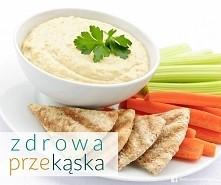 Planujecie spędzić wieczór oglądając film? Przygotujcie zdrową przekąskę! Hummus z warzywami i chrupkim pieczywem lub plackami razowymi będzie idealny! Przyjemne z pożytecznym :)