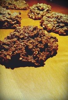 Łatwe zdrowe ciasteczka jabłkowo - cynamonowe :)  SKŁADNIKI:  * 1 szkl. mąki żytniej razowej typu 2000 * 1 łyżeczka sody i proszku do pieczenia * 1/3 szkl. płatków owsianych * 1...