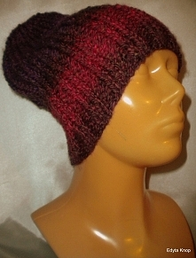 Zapraszam do zakupu.Piękna elegancka czapka zimowa.Czapka została zrobiona na drutach bezszwowo.Włóczka jest bardzo przyjemna i miła w dotyku.Obwód czapki to 60 c