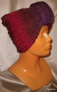 Zapraszam do zakupu.Piękna elegancka czapka zimowa.Czapka została zrobiona na drutach bezszwowo.Włóczka jest bardzo przyjemna i miła w dotyku.Obwód czapki to 60 cm
