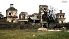 Widok na zamek Krzyżtopór w Ujeździe - niegdyś ogromne założenie, tylko kilka...
