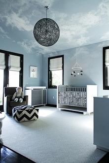 Nowoczesny design. Niebieski kolor pokoju został zestawiony z czarnym kolorem...