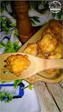 Chrupiące nugettsy z piersi kurczaka (w panierce na bazie mąki kukurydzianej)...