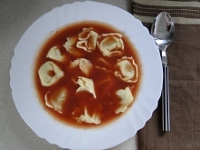 Zwykła pomidoróweczka :P mniam! Ale z tortellini? Czemu nie? ;)