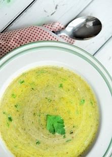 Zupa krem z brokułów ze parmezanową śmietaną