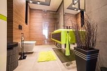 Widok na aranżacje łazienki ze stylową, limonkową szafką wykonaną na wymiar przez producenta mebli z Bydgoszczy. Całość utrzymana jest w nowoczesnym i eleganckim stylu.
