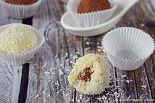 Wegańskie rafaello jaglane czyli tzw. trufle jaglane - kokosowe, z migdałem w...