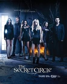 """""""Tajemny krąg"""" to ekranizacja serii powieści autorstwa amerykańskie..."""