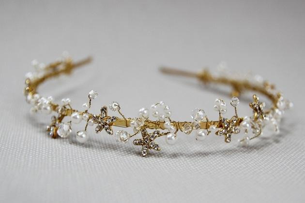 Delikatna opaska ślubna z odcieniami złota. Wykonana ręcznie, jedyna i niepowtarzalna...  Dostępna w sklepie internetowym Madame Allure!