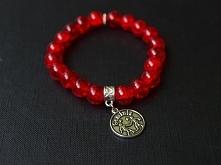 Piękne koraliki crackle w czerwonym kolorze z zawieszką ze znakiem zodiaku