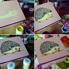step by step. ręcznie malowana szkatułka z jeżem.