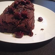 Ciasto fasolowe z wiśniami :) bardzo kakaowe, bardzo słodkie, bardzo fit! Jeden kawałek to niecałe 60 kcal :))