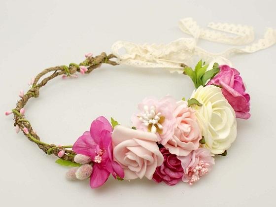 Ślubny wianek ze sztucznych kwiatów - idealny dla panny młodej, na wesele, na sesję w plenerze...  Do kupienia w sklepie internetowym Madame Allure!