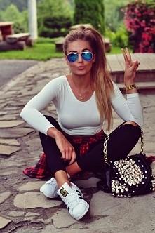 blogerka: styleev  polecam,  ma świetne stylizacje :-)