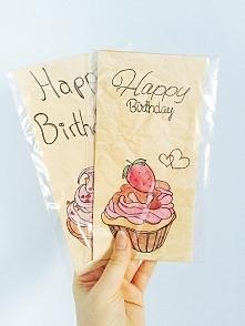 Zestaw 2 eko kartek ręcznie malowanych. Każda z kartek robiona od podstaw: papier kawowy gnieciony, w środku wkładka z eko papieru do wpisania życzeń,opakowana w folijkę. *cena ...