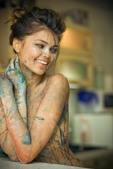 Śliczna dziewczyna, naturalna, z piękną figurą