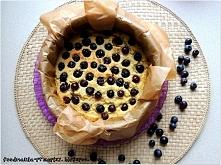 ciasto jaglane Składniki: szklanka kaszy jaglanej 150g borówek 1 dojrzały ban...