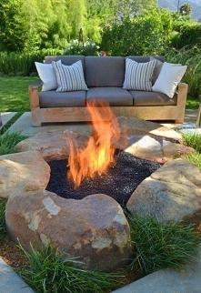 ognisko w ogrodzie