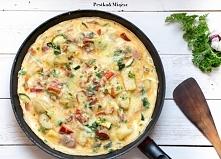 Frittata z ziemniakami, cukinią, papryką i boczkiem, doskonała w takie dni kiedy nie mamy zbyt wiele czasu na przyrządzenie obiadu.