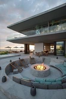 Nietypowe, niestandardowe miejsce na ognisko - bo nowoczesne projektowanie to nowoczesne pomysły i ich rozwiązania! Jeżeli chcesz mieć takie miejsce na ognisko przy swoim domu p...