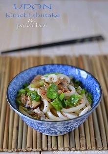 Udon z kimchi, schiitake, pak choi'em i wędzonym łososiem, Udon with kimchi, ...