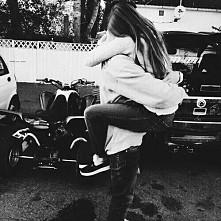 I just wanna be with you #para #zakochani #zakochańce #cute #blackandwhite #l...