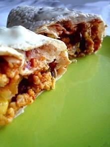 Dietetyczne burrito 5 porcji po 300 kcal Składniki: -Filet z kurczaka 200g-2 papryki czerwona i zielona po 200 g- 150 g ugotowanej czerwonej fasoli- 1 cebula 100 g- 4 ząbki czo...