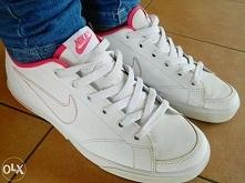 Sprzedam białe nike: -białe z dodatkami różowego -niskie -używane -stan -b.dobry -cena: 40zł -brak oryginalnego pudełka -rozmiar 38.5