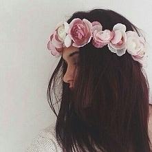 kwiaty we włosach :)
